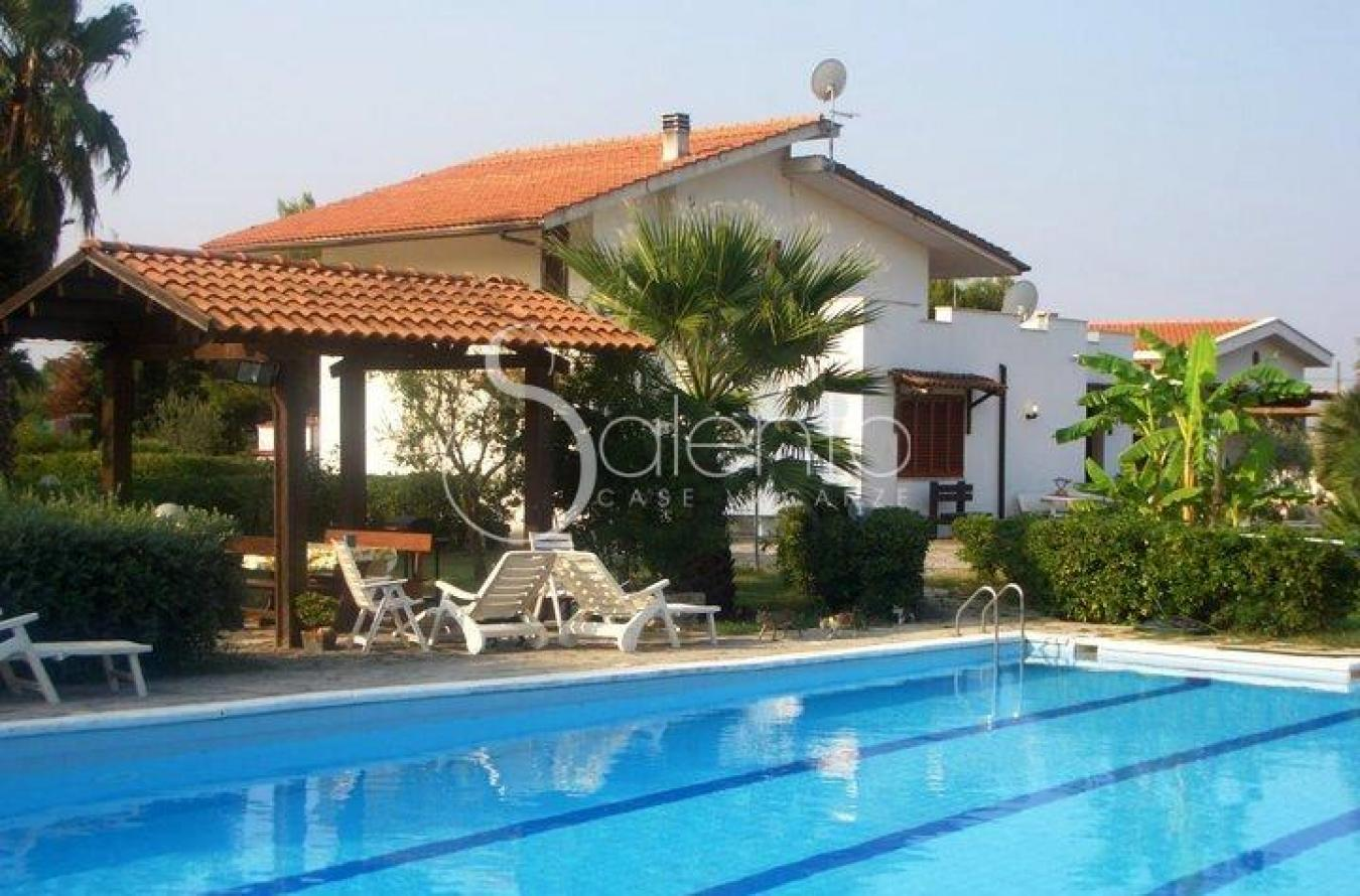 Affitto villa con piscina a brindisi vicino aeroporto e for Case in affitto a brindisi arredate