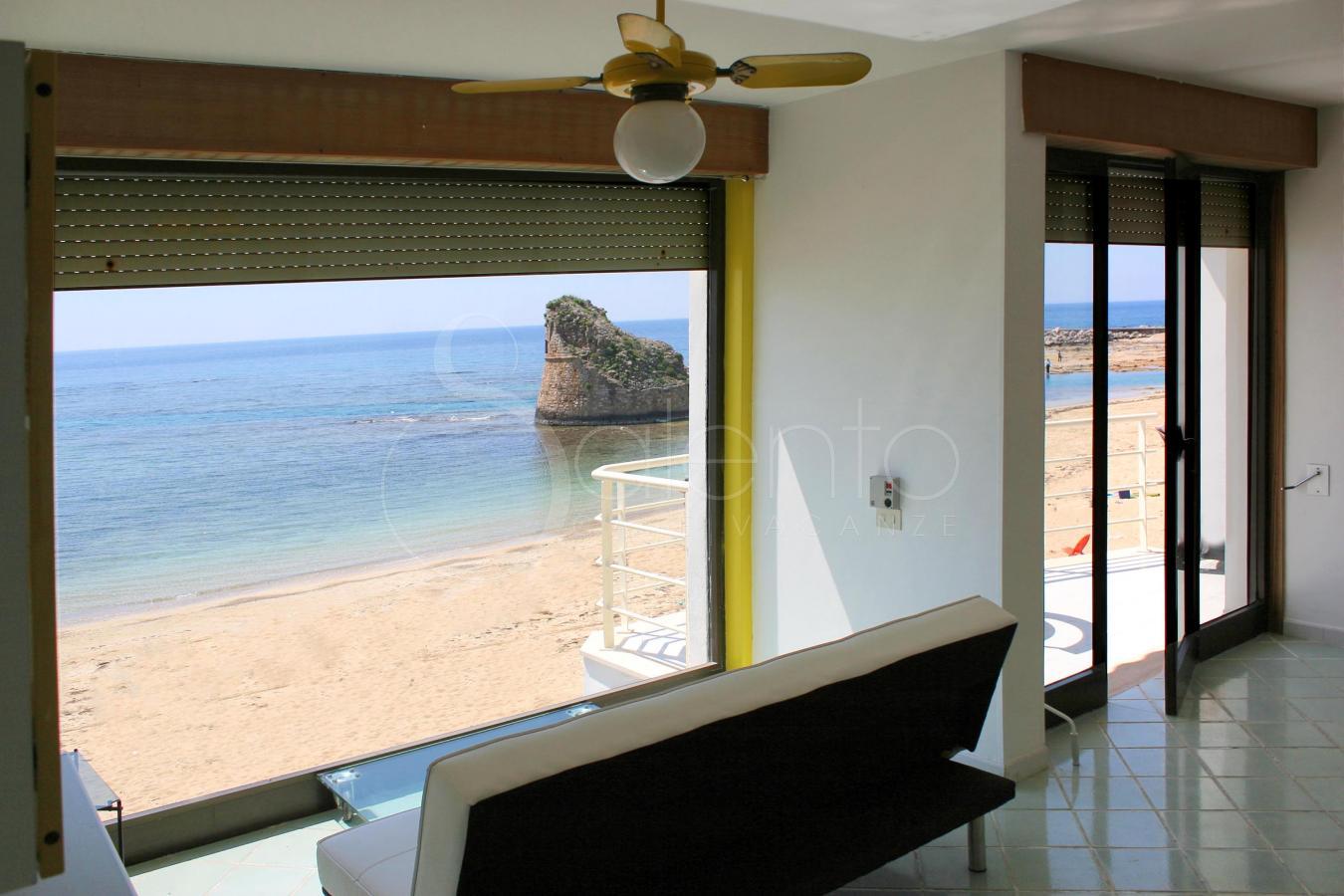 Casa vacanza sulla spiaggia a torre pali attico della for Disegni moderni della casa sulla spiaggia