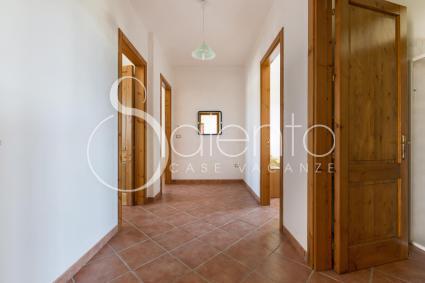 Il corridoio con aria condizionata a servizio delle camere