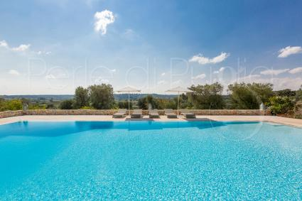 panoramic pool with view on the countryside of Ostuni