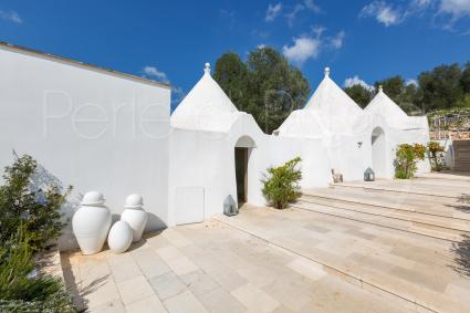 typical houses: the trulli