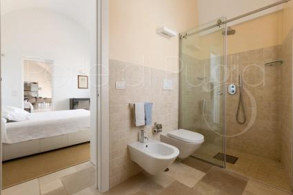 private bathroom of the 1st bedroom