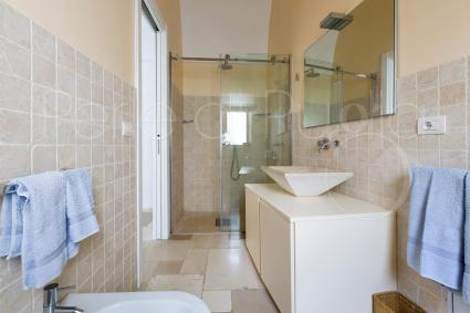 private bathroom of the 2nd bedroom