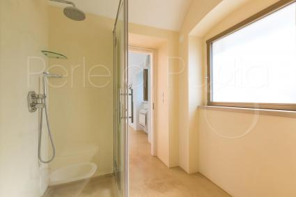 Lamia Jacaranda: bathroom