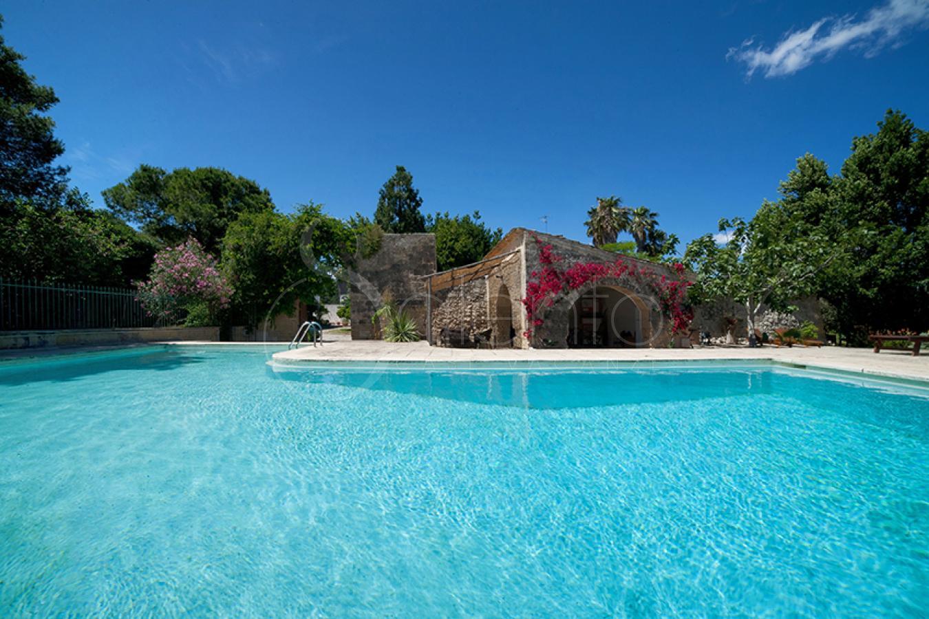 Monolocale con giardino in masseria con piscina a san cataldo - Masseria con piscina salento ...