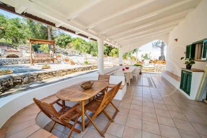 The veranda of the villa overlooking the sea is large and spacious