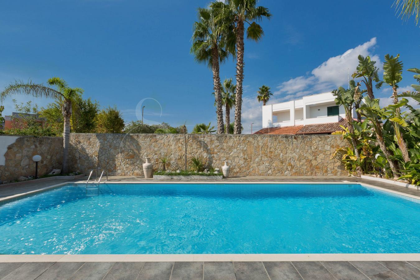 Villa con piscina per vacanze nel salento a torre dell - Villa con piscina salento ...