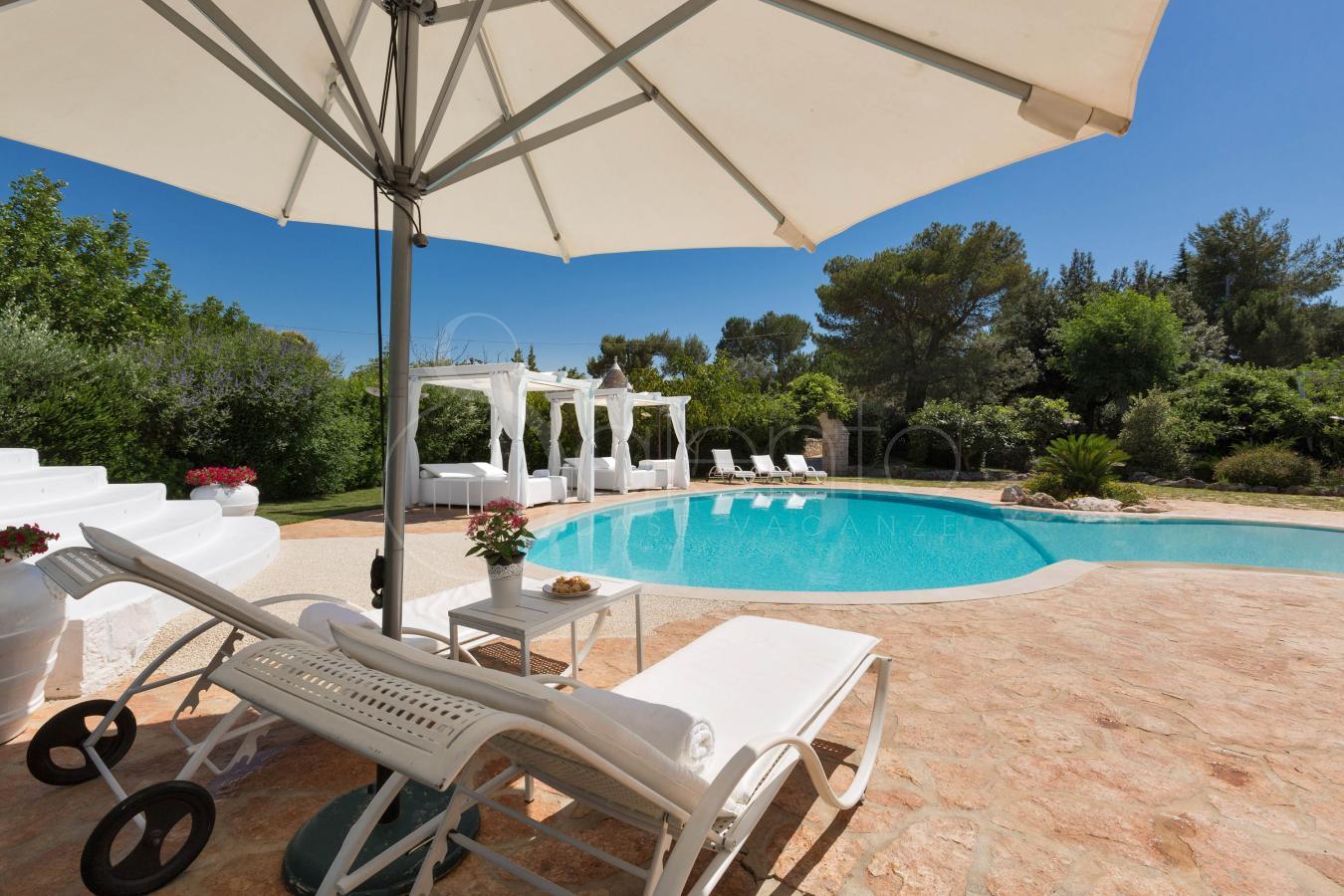 Trullo per vacanze in complesso con piscina e - Piscina francavilla fontana ...