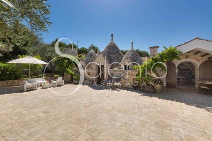 Il caratteristico Trullo Quercia, nel complesso di casa vacanze in affitto a Ceglie Messapica
