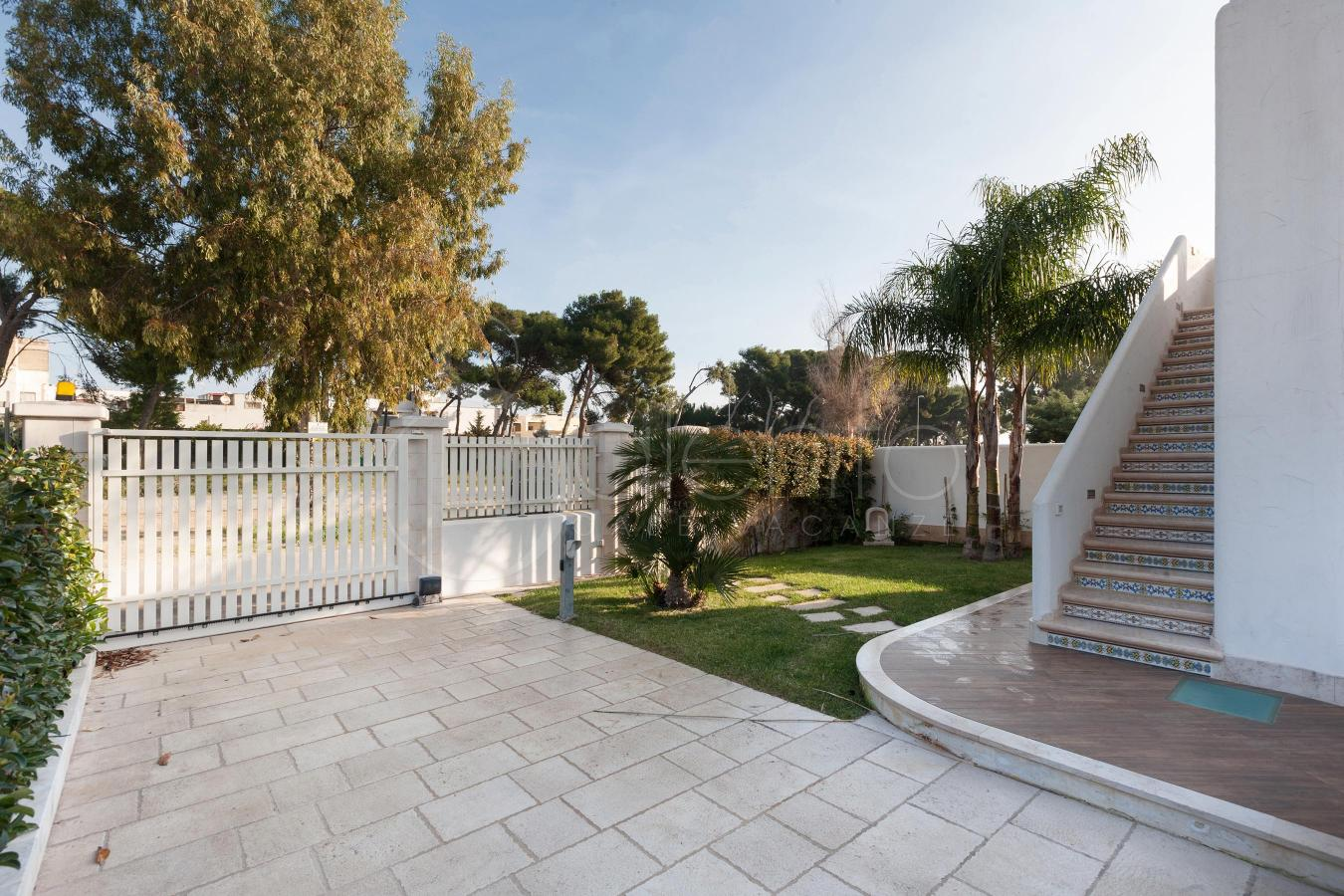 Casa vacanze con veranda e giardino vicino a torre guaceto for Casa ranch con veranda