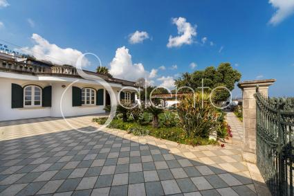 Seafront villa for rent for vacations in Castro