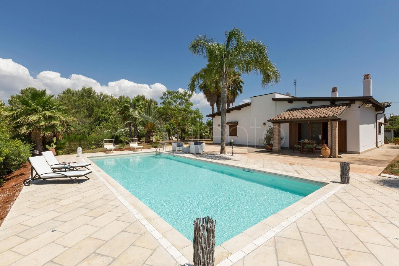 Villa con piscina a casarano nel cuore del salento - Villa con piscina salento ...