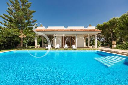 The entrance to the villa: swimming pool and garden