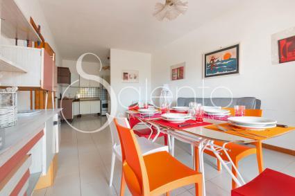 Il soggiorno con divano letto della casa in affitto per vacanze a Porto Cesareo