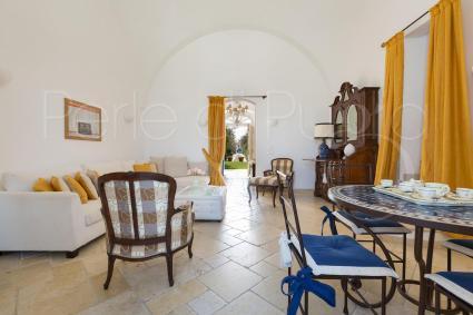 Gli interni della villa sono eleganti e confortevoli