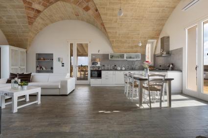 Villa tipica con piscina in affitto nel basso salento for Casa del merluzzo del capo con portico