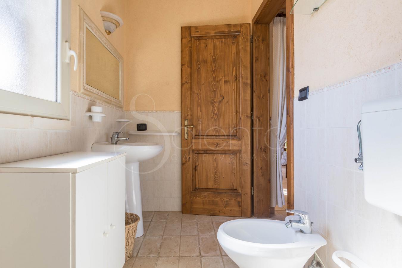 Casa vacanze in masseria con piscina a san gregorio zona leuca masseria colosso camuffa - Masseria con piscina salento ...