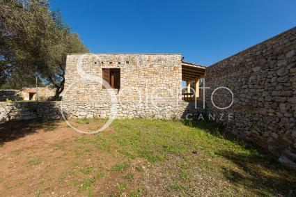trulli et pajare - San Gregorio ( Leuca ) - Masseria Colosso - Pajara