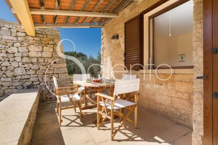 The living room with dining area in the holiday home for rent in Salento