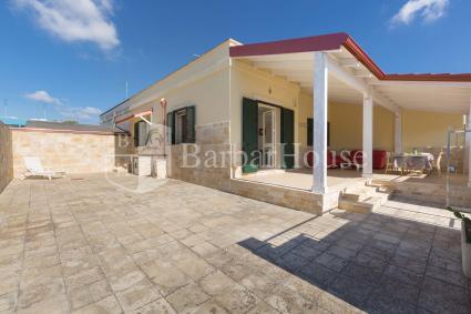 L`ampia veranda esterna