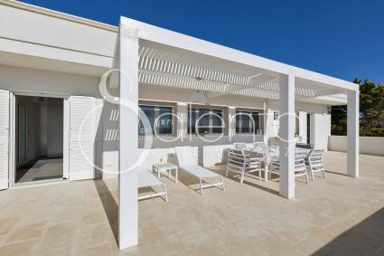 The beautiful terrace with dining area and beach beds