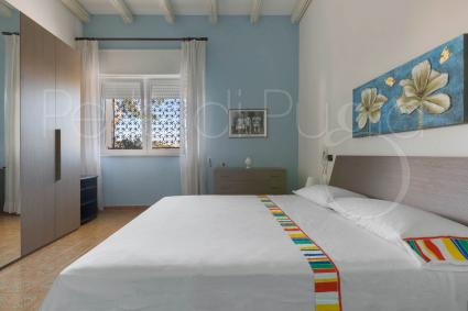 The double bedroom 3 with blue walls