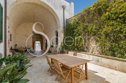 The inner courtyard of the holiday home for rent in Salento