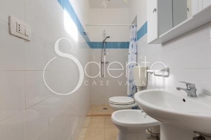 Bathroom with shower of the holiday home by the sea for rent