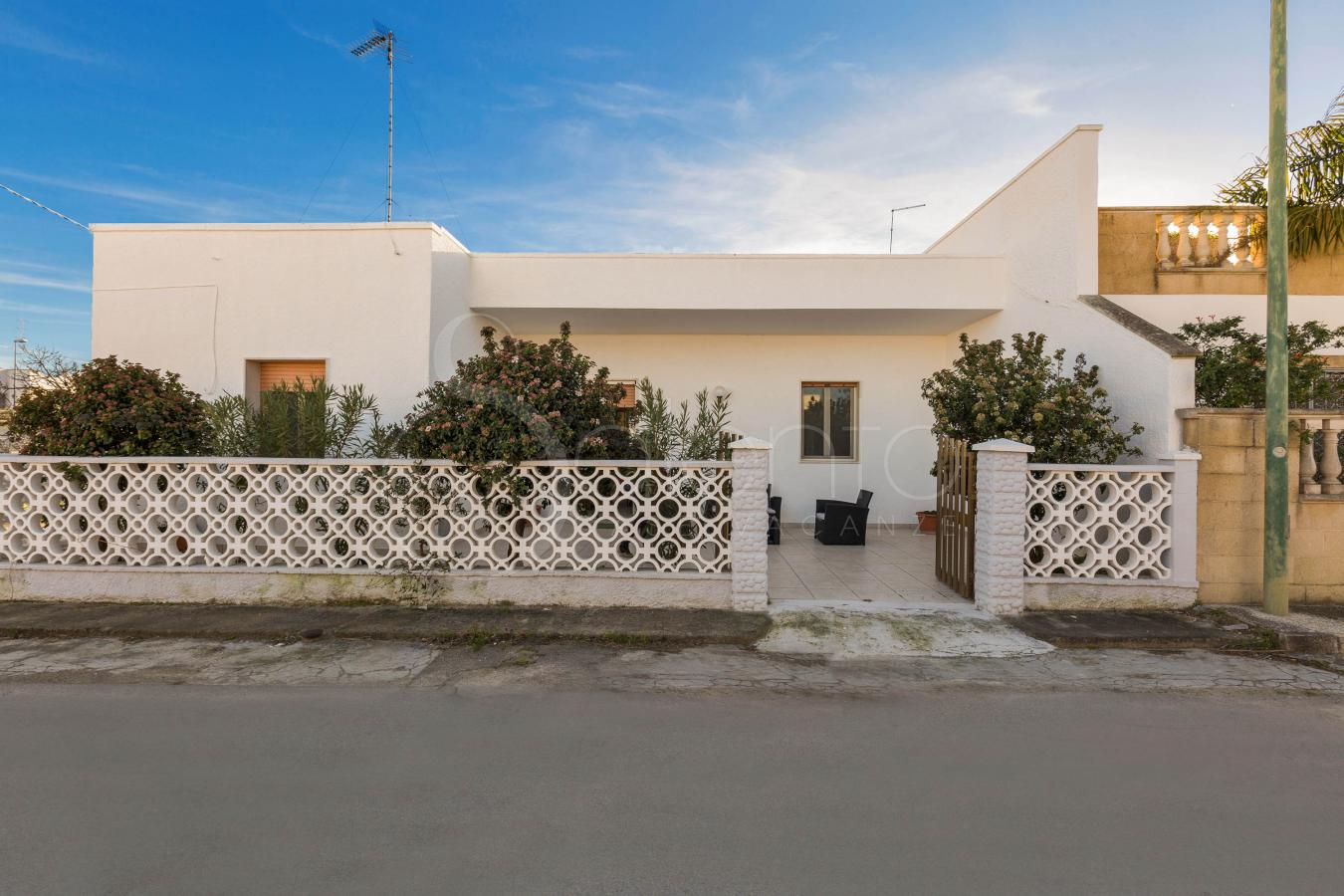 holiday homes - Torre Lapillo ( Porto Cesareo ) - Villetta Del Delfino