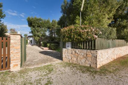 Access to the entirely fenced small villa