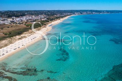 La spiaggia di Pescoluse ripresa dal drone di Salento Case Vacanze