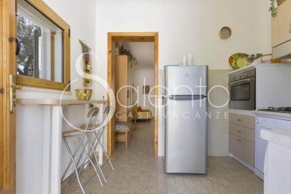 Il cucinino con forno elettrico e lavatrice