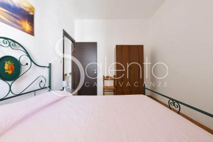 Le camere da letto climatizzate sono semplici e ben arredate