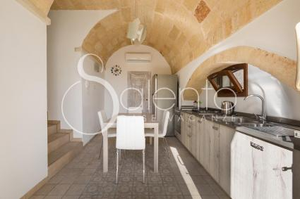 Habitable kitchen with electric oven and dishwasher