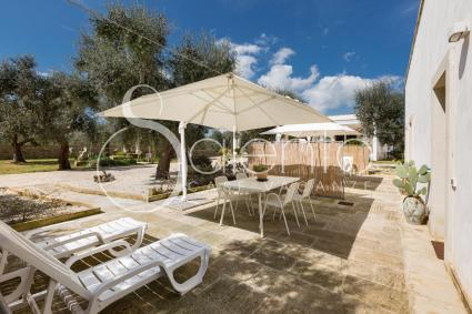 Eating lunch or dinner outside or tanning: a relaxing vacation near Otranto