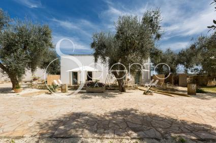 The outbuilding of a villa for rent for a vacation near Otranto