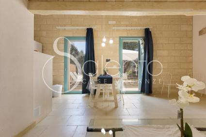 Wood, bare stone and pale shades in the holiday home for rent near Otranto