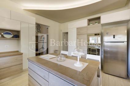 Ampio, moderno e luminoso il bagno doccia della casa vacanze