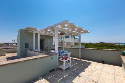 Tbe holiday home is on the first floor of a townhouse in Baia Verde, Gallipoli