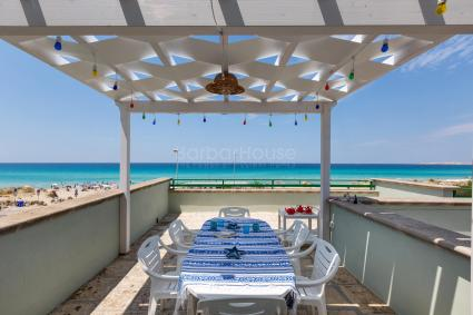 The master bedroom of the seafront holiday home for rent in Gallipoli