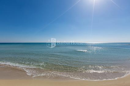 The double bedrooms, simple and essential for beach holidays
