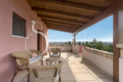 The covered terrace with view on the countryside of Salento