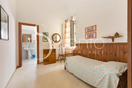 Single bedroom of the holiday home for rent in Nardò