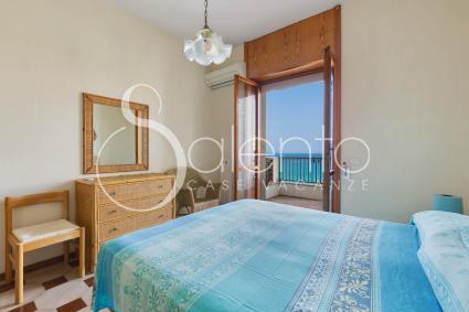 La camera da letto matrimoniale della casa vacanze