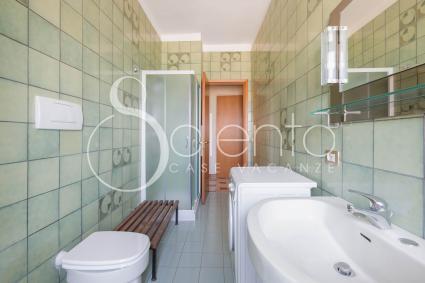 L`appartamento in affitto è completato da 2 bagni doccia