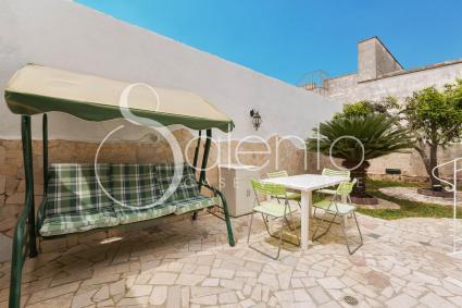 Il dondolo in giardino: il relax all`aperto durante le vacanze nel Salento