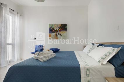 La prima camera da letto matrimoniale ha il bagno en suite