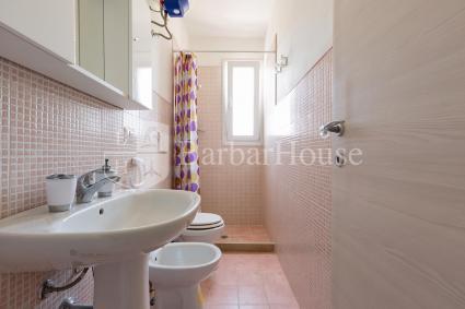 Il bagno doccia della zona notte, al piano superiore della casa vacanze