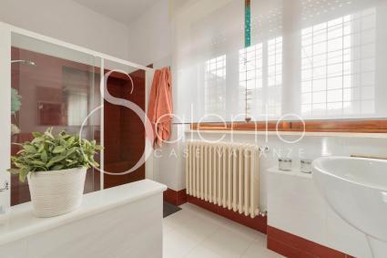 Ampio il bagno doccia della casa vacanze in affitto nella zona di Gallipoli