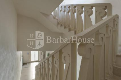 The staircase that takes to the first floor and mezzanine floor is comfortable